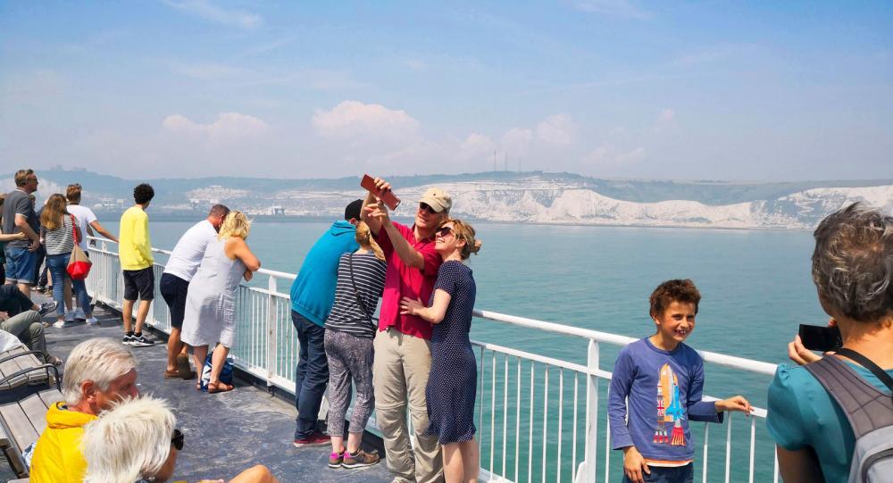 Det är ingen tvekan om vilken hamn som är vackrast mellan Dover och Calais. Dovers vita kalkstensklippor vinner överlägset.