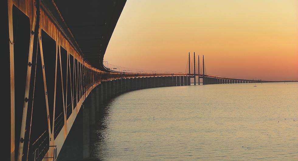 Resa: Färja eller bro