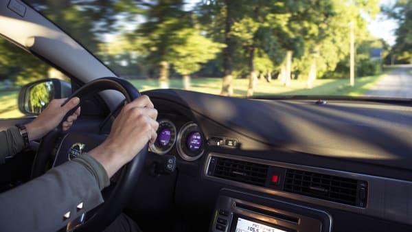 Var tionde manlig bilist tycker att det är okej att köra efter att ha druckit alkohol