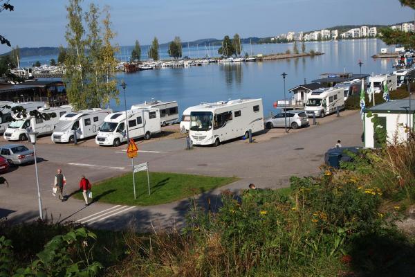 På de vackra stränderna samlades ungefär 2500 husbilar och husvagnsekipage.