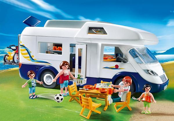 Jodå, det finns kompletta husbilar bland våra julklappsförslag. Den här från Busbjörnen kan barn ha mycket skoj med!