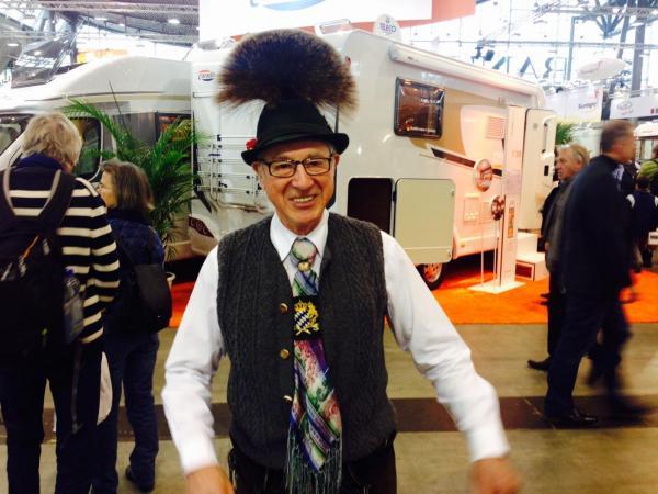 Zick väckte uppståndelse i sin folkdräkt även om det inte är ovanligt med människor i traditionella kläder i Tyskland.