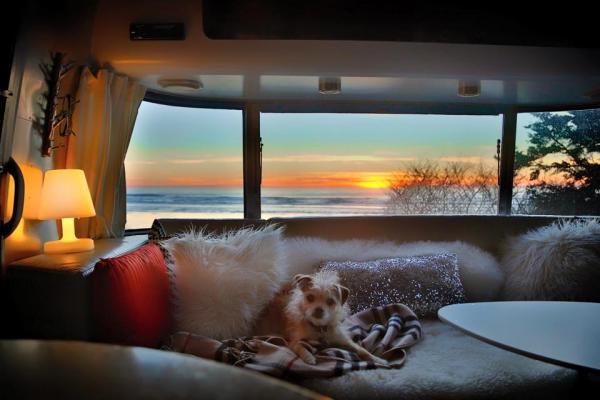 Utsikt från en Airstream husvagn.