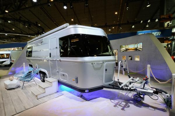 Mer än åtta meter fantastisk husvagn!