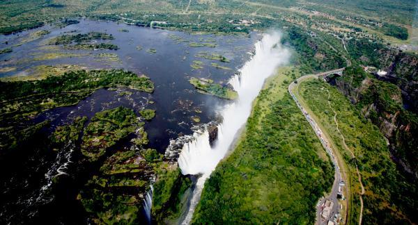 Känslan av att se Victoria Falls från ovan är obeskrivlig.