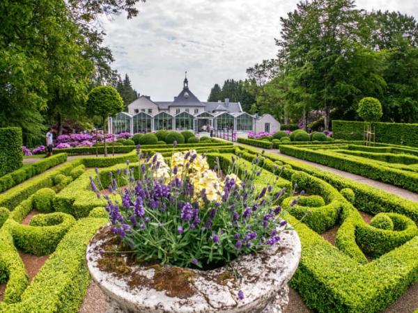 Norrvikens trädgårdar i Båstad är en av Swedish Gardens 35 medlemsparker. Rudolf Abelins livsverk är berömt för sina trädgårdar i olika stilar, skapade i början av 1900-talet.