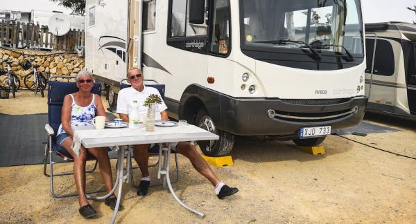 Stans lyckligaste husbil!? Så här glad blir man på Camping Villasol i Benidorm!