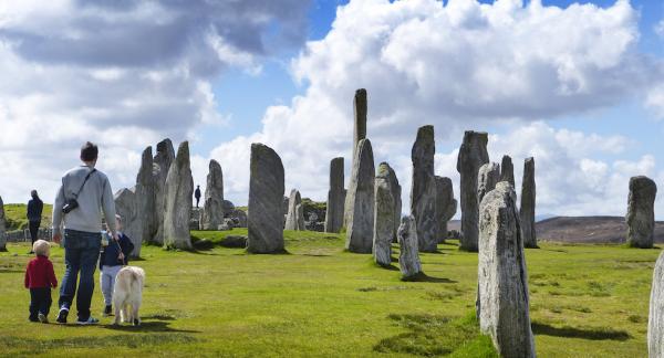 De stora stående stenarna vid Callanish, en femtusen år förstenad armé på marsch.