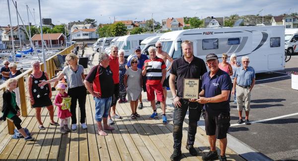 Priset tas emot av Marcus Bergendahl och Martin Levin och från Hönö Klåva Hamn.
