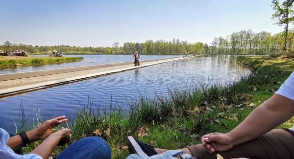 En annorlunda cykelväg där man på mitten av sjön hamnar i huvudhöjd med sjöfåglarna.