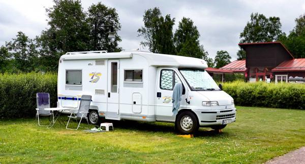Gott om svängrum sommaren 2020 på grund av corona. Denna husbil var tillsammans med två vagnar de enda gästerna på de 22 platserna.