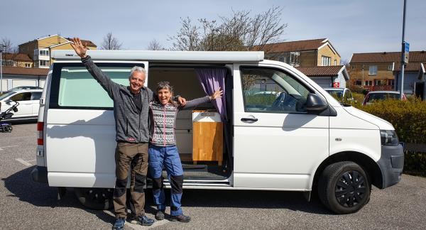 Äntligen med husbil! Anna och Kenneth har precis betalat för sin äventyrsbil, 18/4 2020.