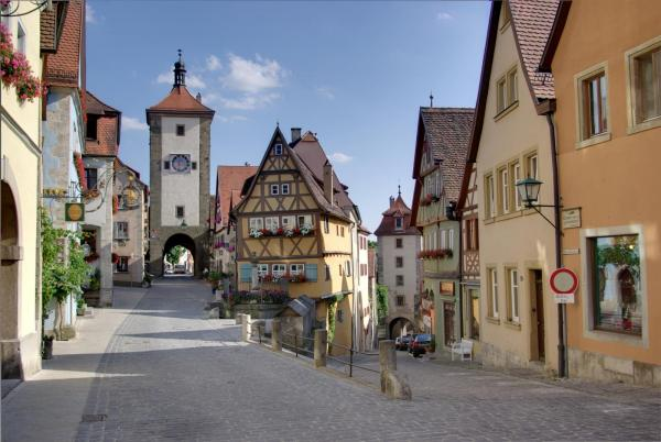 Rothenburg ob der Tauber, den mest tyska stad som existerar. Den gamla marknadsplatsen Plönlein har blivit en ikon och är en av de mest fotograferade platserna i Tyskland.