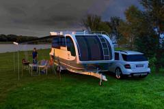 En husvagn för både väg och sjö