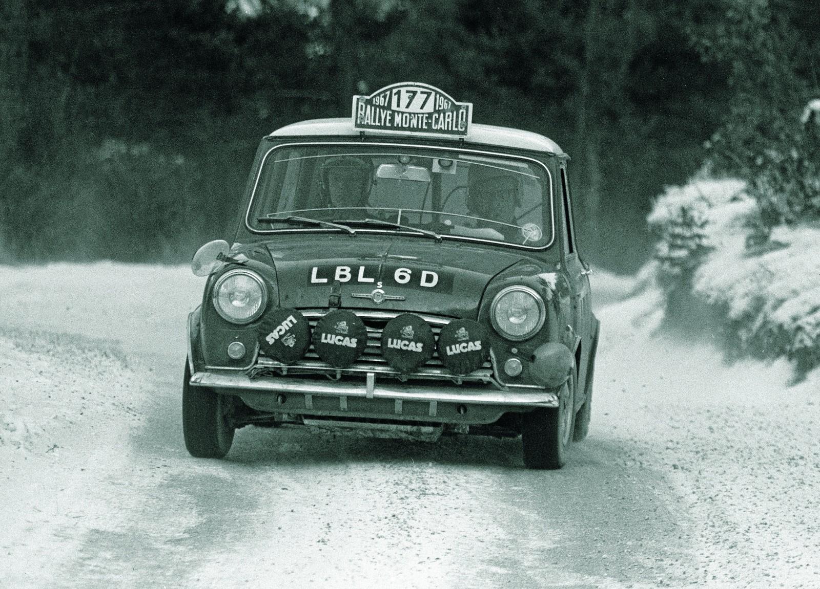 Rauno Aaltonen och Henry Liddon på väg mot seger i Monte Carlo-rallyt 1967.