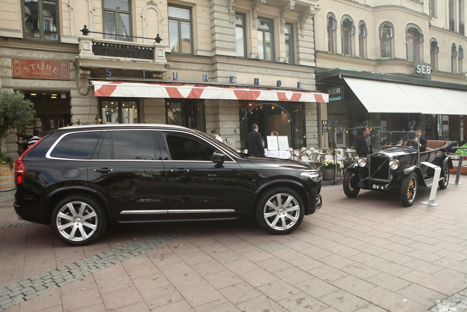 Minnet av Volvogrundarna Assar Gabrielsson och Gustaf Larsons möte över ett parti kräftor på restaurang Sturehof 1924 är något som Volvo högtidlighåller än idag.