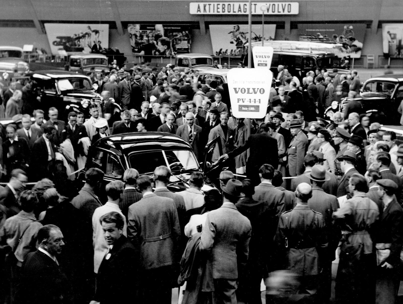 På den stora Volvoutställningen i Kungliga Tennishallen 1944 premiärvisades PV60 och PV444.