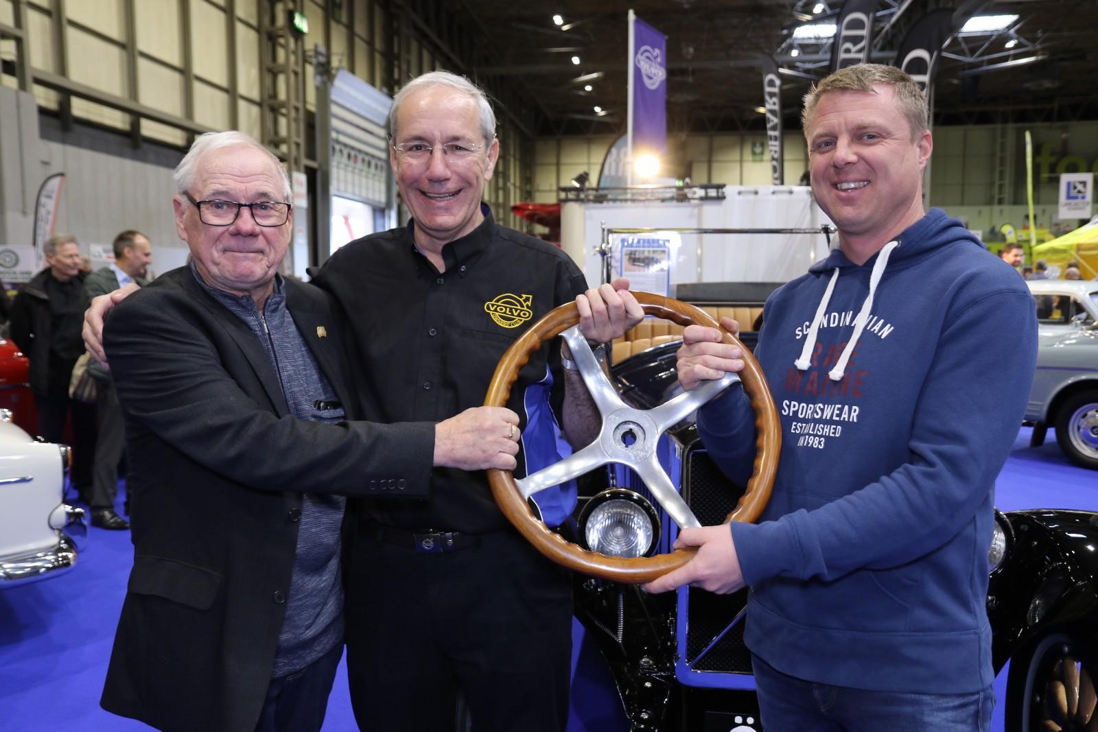 Vem påstod att bytesekonomi är enkelt? Kjell Olsson, Andrew Anderson och Ulf Olsson är överens om bytet med en ratt och Englands första ÖV4 i alla fall.