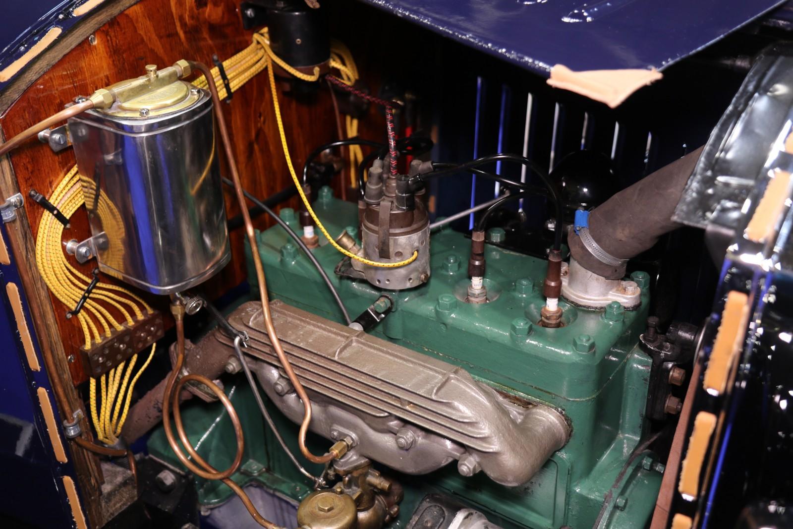 Den vackra sidventilsmotorn i ÖV4 är på 1,94 liter och 28 hk.