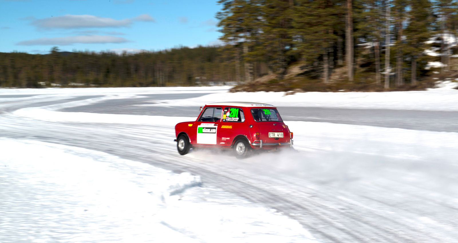 Rally mot standard, amatör mot proffs. Austin Cooper S mot Morris 850!