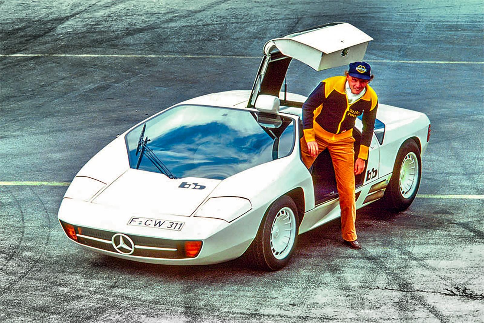"""CW 311, ibland även kallad för BB-Mercedes CW 311, byggde på komponenter från Porsche och Mercedes. Modellen presenterades 1978 och utvecklades av Eberhard Schulz och Rainer Buchmann som till vardags drev den berömda tuningföretaget """"bb"""". På bilden poserar F1-stjärnan Niki Lauda bredvid prototypen."""