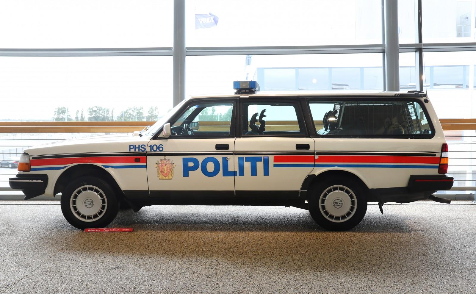 Två polisbilar ställdes ut på utställningen och båda är faktiskt hundpatrullbilar. Det var dels en 240 från polismuseet men också den här norska polisbilen.