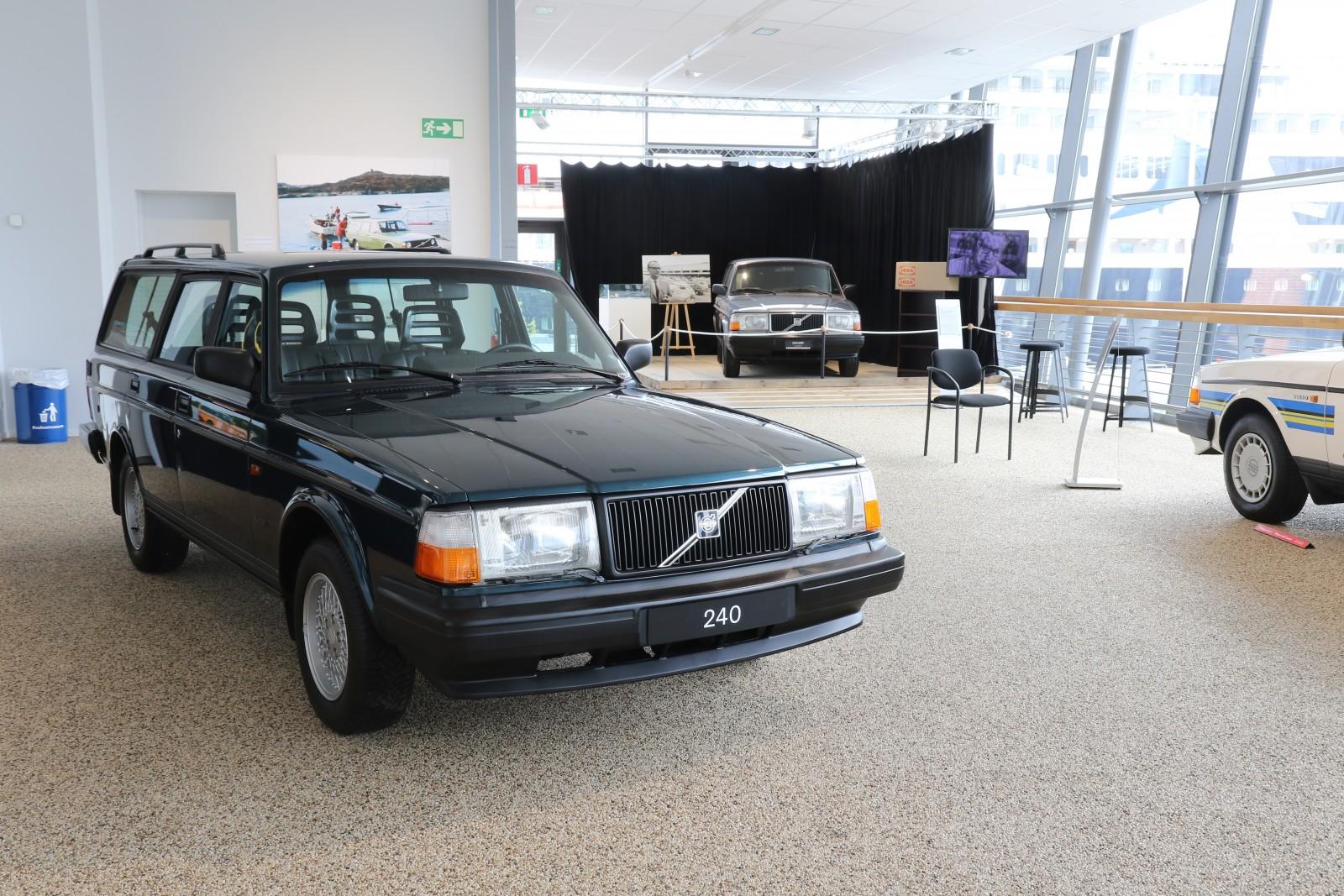 Den allra sist tillverkade 240:n var den här. En 240 Super Polar som många bilarbetare passade på att signera undertill innan den rullade av bandet i maj 1993.