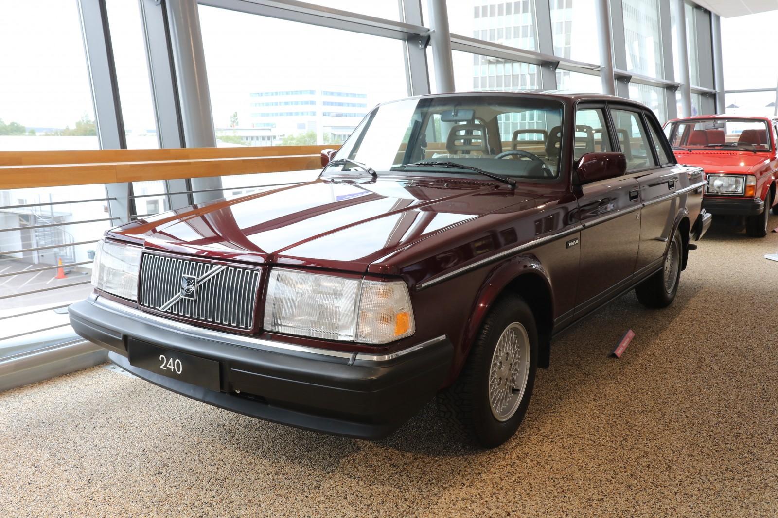 Det här är den näst sist tillverkade bilen, en USA-specificerad 240 Classic som togs direkt till Volvos samling.