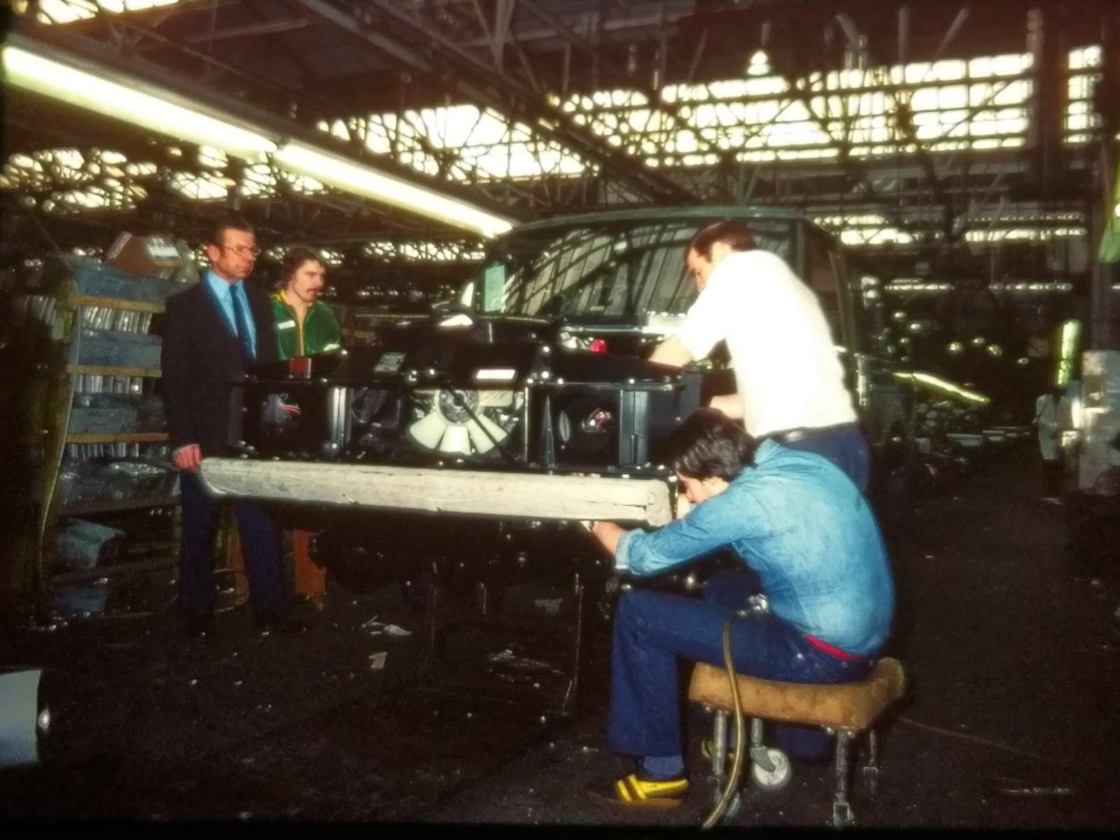 Range Rover byggdes till stor del för hand.