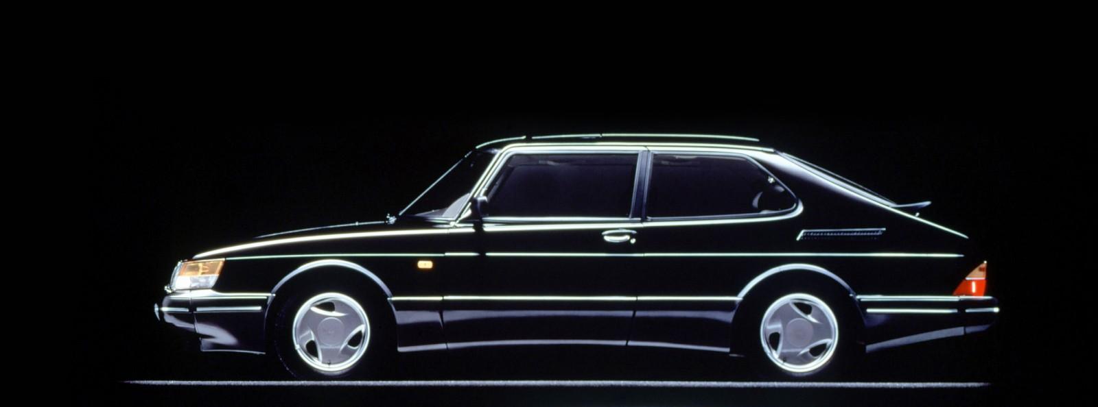 Linjerna från Saab 900 OG...