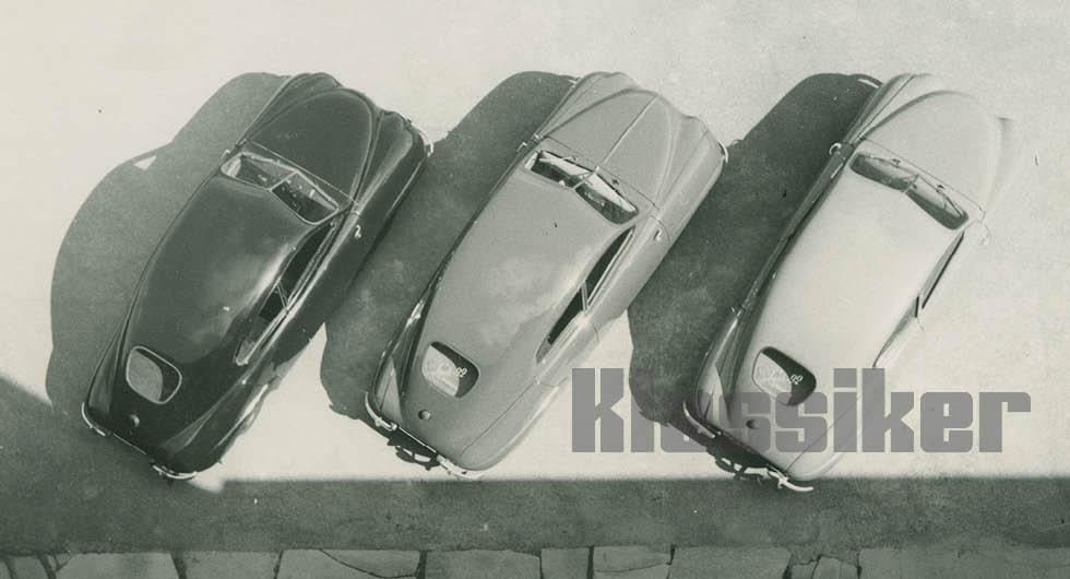 Tre flygfärdiga provvagnar, i nummerordning från vänster: 002, 003 och 004. Man experimenterade med olika utformning på motorhuvarna, med eller utan förstärkningsveck i mitten.
