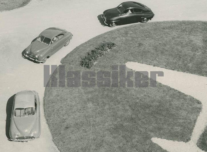 Samma fotograferingstillfälle på Saabs fabrik i Trollhättan. Den ljusa bilen längst fram är 92004 och här är det svart ratt som gäller.
