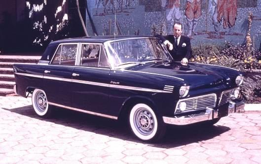 Brook Stevens med prototypen till nya Willys Aero