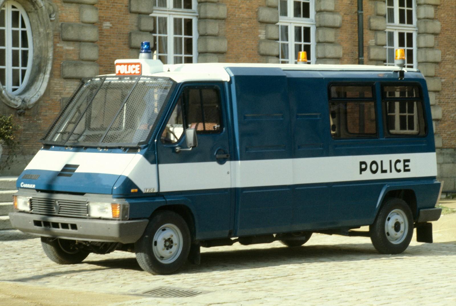 Renault Master som polisbil – en hel brottsvåg kunde finkas på en och samma gång!