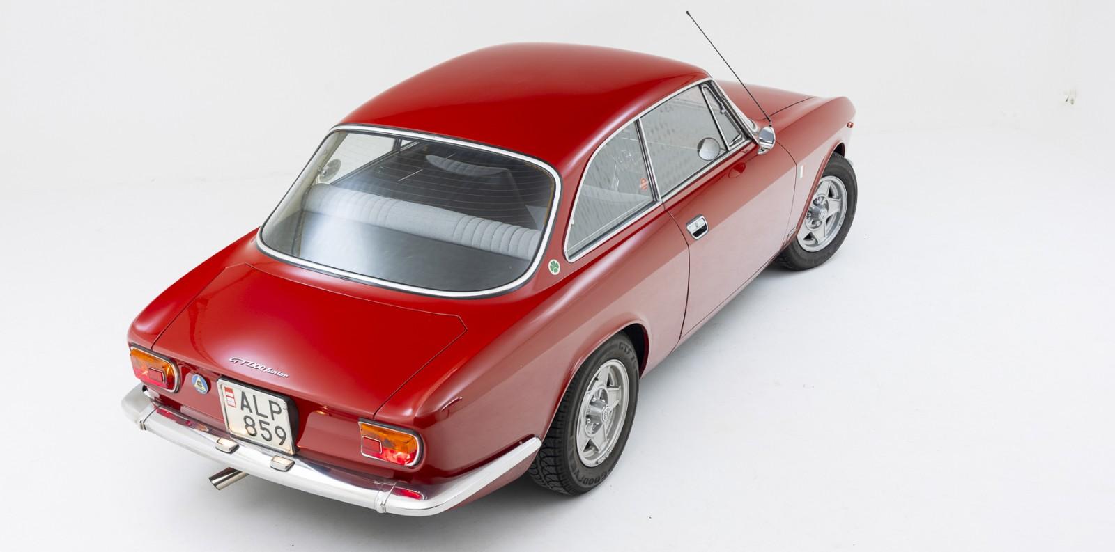 Alfa Romeo kunde kalla den lite vad som helst, hos entusiasterna är den mest känd som Bertone-Coupén. Stor guide!
