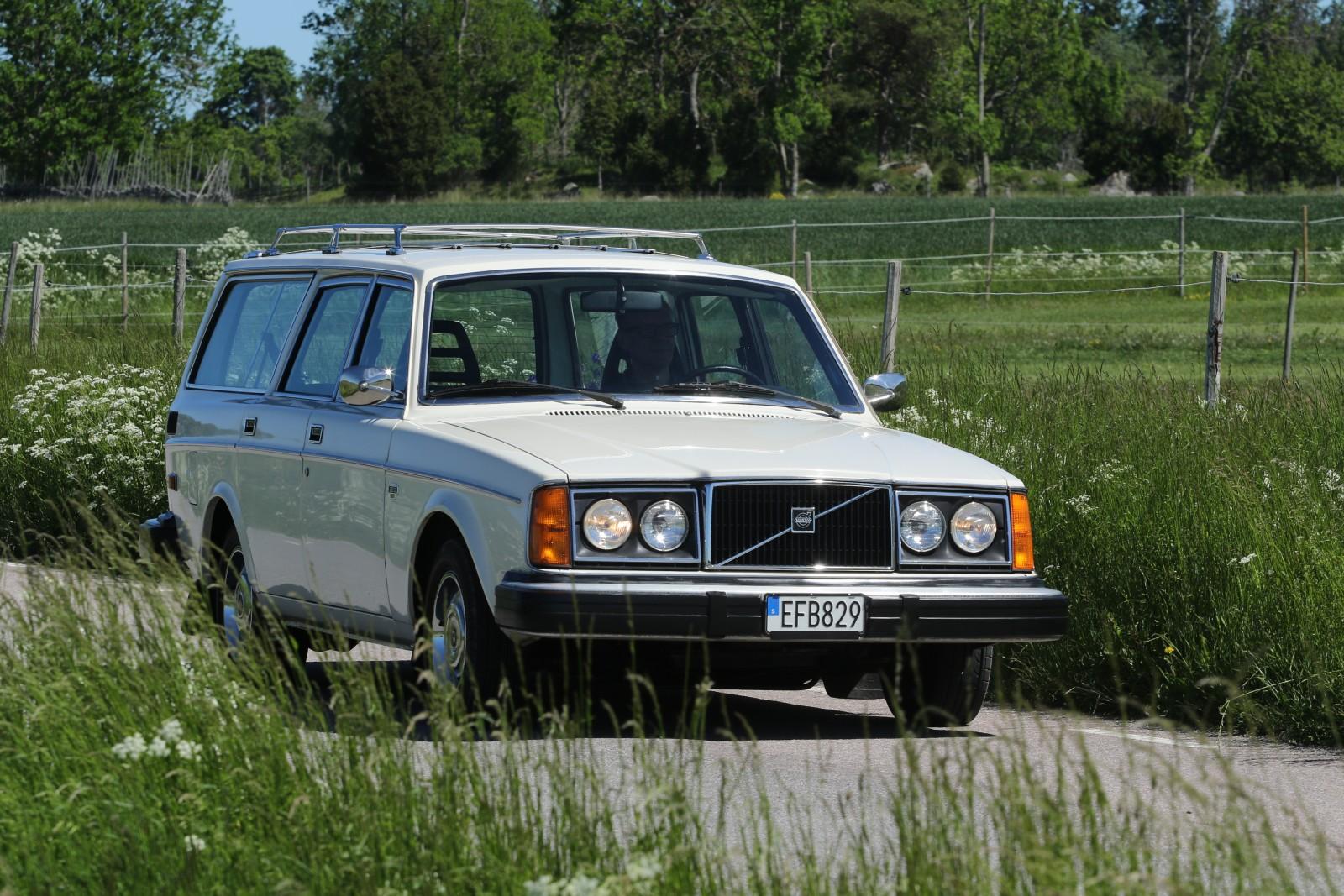 Mer kraft behövde inte betyda mer utrustning, det visar Mikael Fritzings frugala V6-kombi, importerad från USA. Volvo 265 DL 1976.