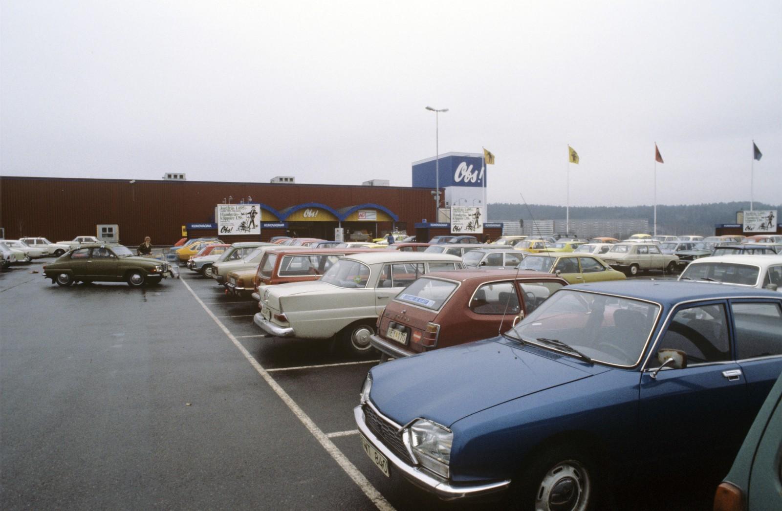 """<p><a href=""""https://www.sjobergbildbyra.se/fotoweb/archives/5001-Historiskt-och-Nostalgi/?25=Obs%20stormarknad"""">Här kan du hitta de andra bilderna som är tagna vid samma tillfälle!</a></p>"""