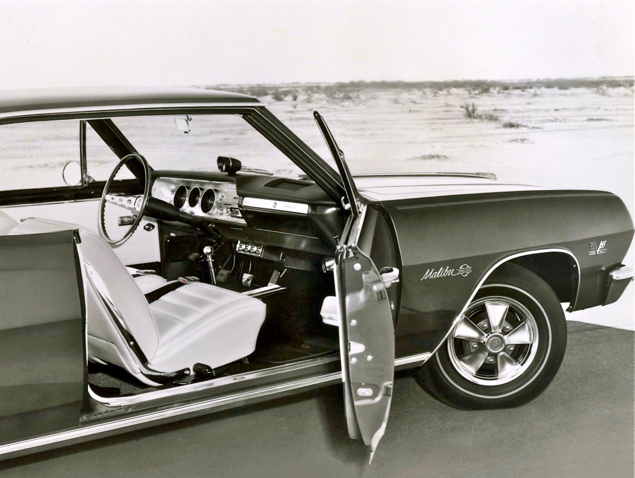 På pressfoton visades Z16 upp med vit inredning.