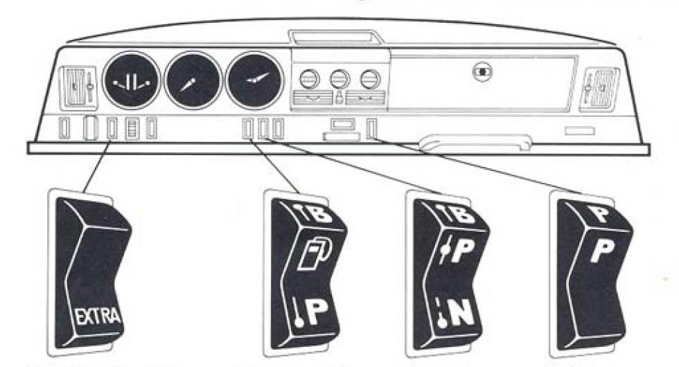 """Med hjälp av """"Extra""""-knappen kunde föraren aktivera bensindrift för kallstarter. Bilens bränslesystem var automatiskt men föraren kunde åsidosätta systemet med andra knappen från vänster. Den tredje P/N-knappen visade bränslemängd i bensin- respektive fotogentanken. Sista knappen var en så kallad ekonomilampa."""
