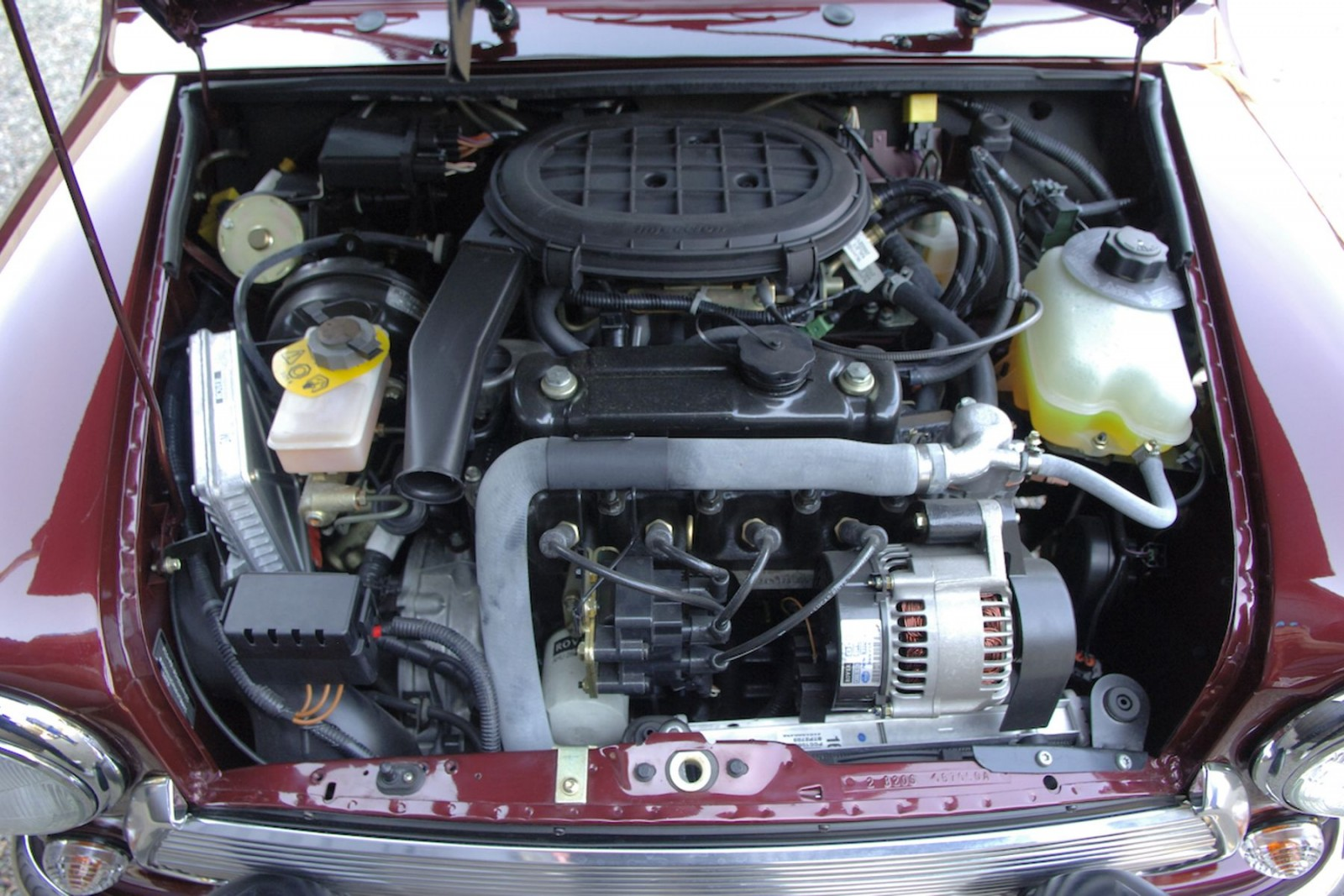 Den tvärställda A-motorn med växellådan monterad undertill i oljetråget följde med genom hela modellens produktion. PÅ senare år fick bilen en enklare form av bränsleinsprutning.