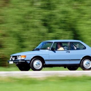 En hyllning till Saab 90 – den finska nationalbilen!