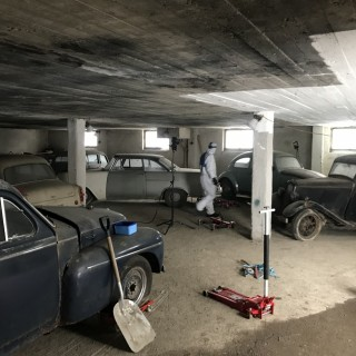 21 gömda bilar funna i lada utanför Stockholm