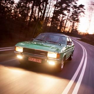 Bredd, djup och yta – Ford Granada hade allt! Vi smakar på en sköngrön Coupé med sexa och funderar över hur 1970-talet egentligen blev.