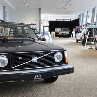 25 år gammal Volvo slog moderna bilar i bullertest!