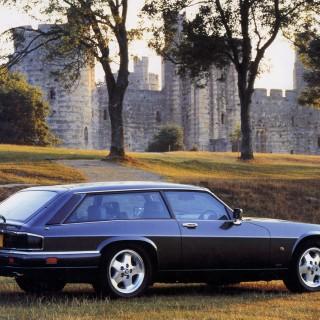 Tvingas skrota sin replik av Jaguar C-Type