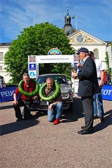 Hans Sylvan och Walter Olofsson vid Midnattssolsrallyts målgång.