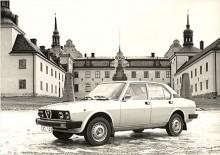Från början hade Alfetta i Sverige 1,8-litersmotor, 1978 kom 2000-modellen med ny front och inredning. I Sverige fick strålkastarna rengörare i form av propellrar, kanske inte den bästa lösningen…