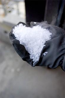 Isen görs av koldioxid och håller minus 78 grader.