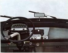Instrumentpanel, ratt och reglage är mycket typiskt Citroën, särpräglat!