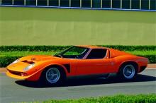 Spanska ordet för bokstaven j är Jota. Bilen fungerade som testmodell för framtida Miura. 1971 slutade bilen sina dagar med en brand på Brescia Ring Road efter ett år av hård körning.